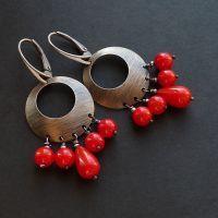 srebrne kolczyki z koralem, biżuteria dla kobiet ceniących styl i oryginalność, srebro oksydowane #jewelry #silber