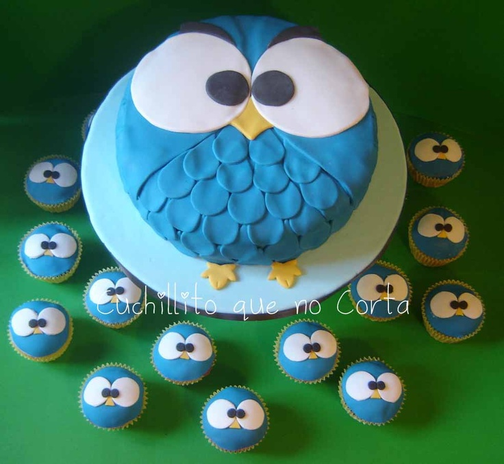 Blue Owl cake with cupcakes