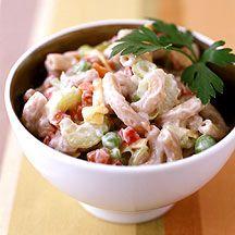 Klassieke macaronisalade Een lekker bijgerecht of frisse snack. Serveer bijvoorbeeld tijdens een barbecue of picknick.