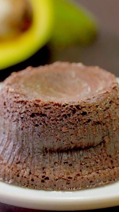 Ketika Cokelat berpadu dengan Alpukat dengan rasanya yang khas dibuat menjadi Lava Cake yang renyah dan lembut. Hidangan penutup yang sanggup membasmi hari burukmu.