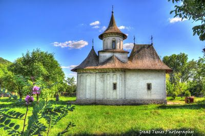 The church of the Holy Cross of Pătrăuţi is situated not far from the town of Suceava, on the right side of the road leading northwest towards Radauti, in the valley of Suceava River http://greattimesphotography.blogspot.ro/2015/09/patrauti-church.html
