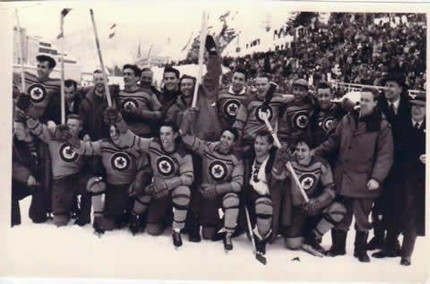 Les RCAF Flyers, médaillés d'or aux Jeux olympiques d'hiver de 1948 à Saint-Moritz, en Suisse.