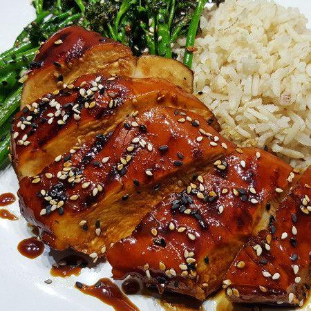 Wil je kip teriyaki maken zonder kant-en-klare teriyaki saus te gebruiken? Bekijk dan dit recept. Ik serveer de kip teriyaki met bimi en zilvervliesrijst.