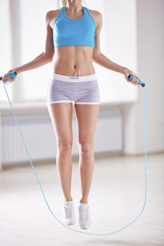 Facile et pas chère, la corde à sauter, une activité intense pour se dépenser. Trouvez des idées d'exercices de corde à sauter sur notre site. lire la suite / http://www.sport-nutrition2015.blogspot.com