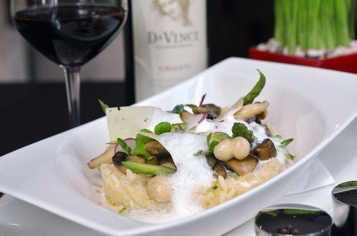 Risotto is een beroemd #Italiaans gerecht. Traditioneel een voorgerecht maar #risotto is ook een prima hoofdgerecht. Maar welke #wijn bij de risotto drink je?