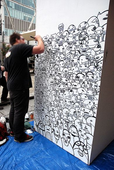 Kev Munday live painting street art graffiti illustration crowd drawing London