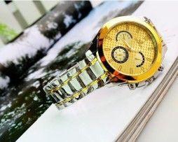 Luxusné hodinky s krásnymi dekoráciami a v špičkovej kvalite. Krásne a elegantné hodinky pre mužov a ženy. Ponúkame vám tie najluxusnejšie a najmodernejšie typy hodiniek za super ceny. Náš sortiment hodiniek je zameraný čisto na luxusné a moderné hodinky. http://www.luxusne-doplnky.eu/