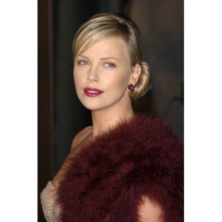 Charlize Theron At Arrivals For Aeon Flux Premiere Canvas Art - (16 x 20)