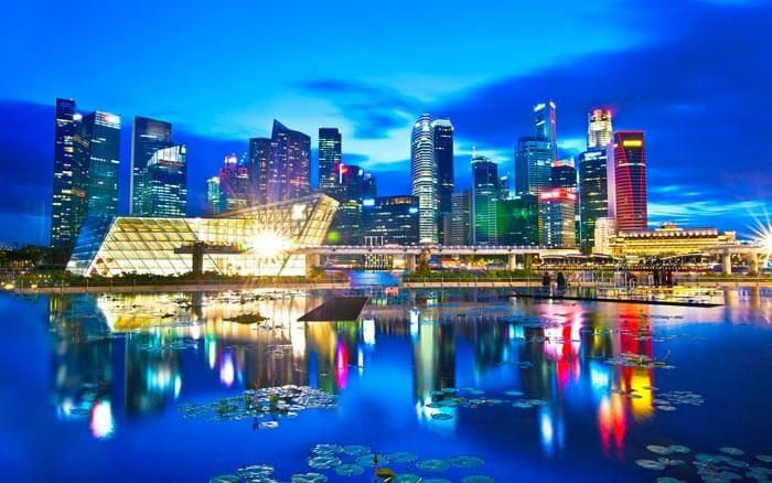 Here is a list of some handpicked fun free things to do in Singapore. There is no disguised cost involved for trying the exciting free stuff in Singapore.