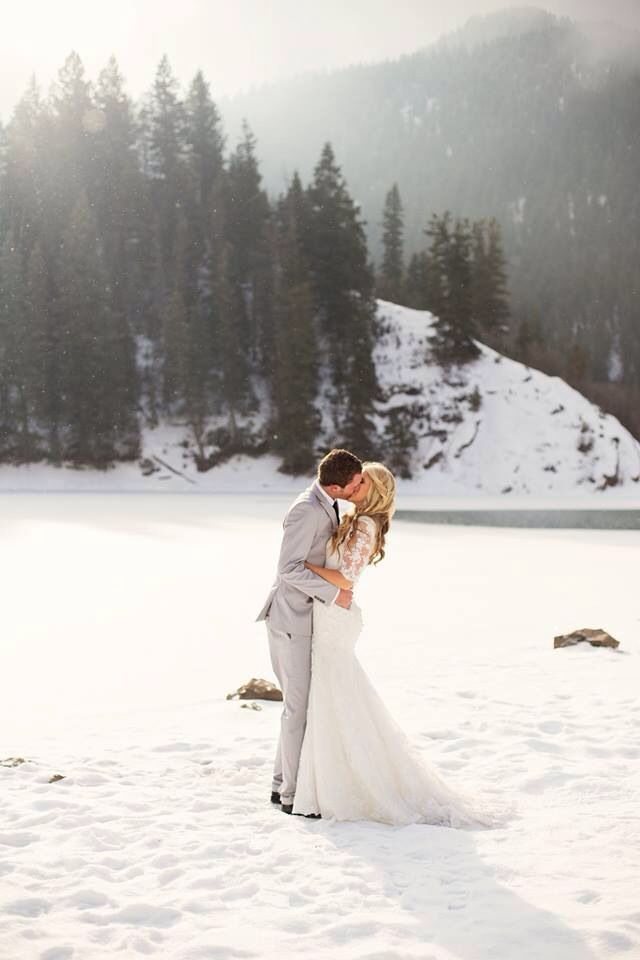 10 reasons to get married at Christmas - A perfect winter wedding out in the snowy mountains.
