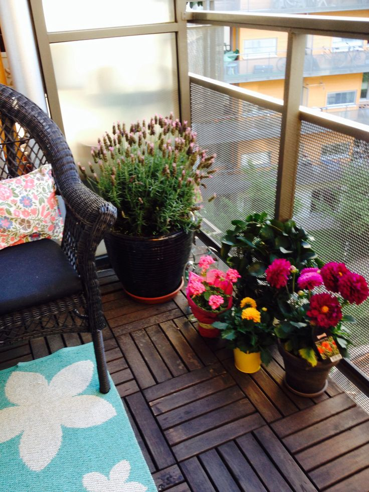 Small Cosy balcony for the afternoon mimosas