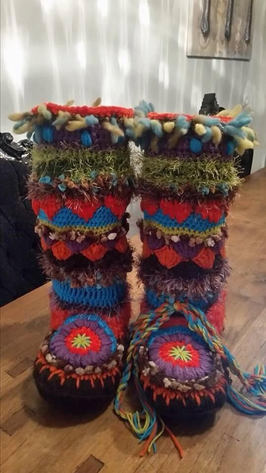 Funky Mukluks Boots by PattyLaBell on Etsy 4.50 eur for pattern gonna make some for the girls