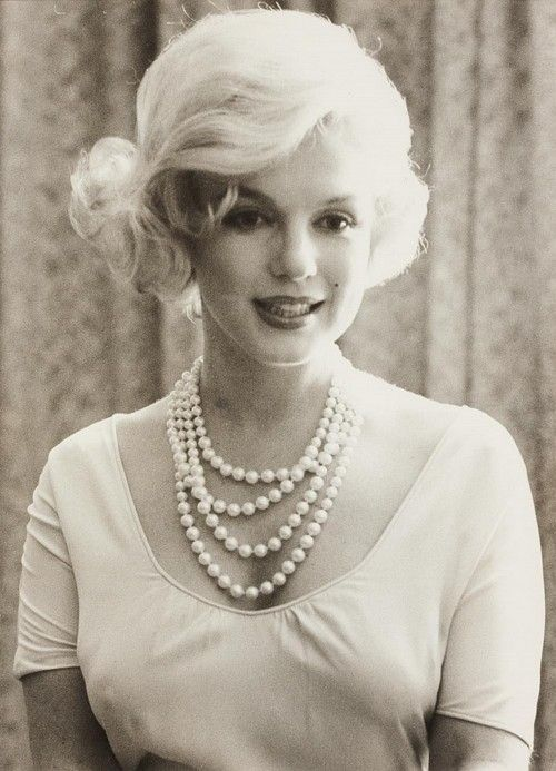 Lady Luncheon, Marilyn Monroe, Pearls Necklaces, Blondes Beautiful, Marilynmonroe, Norma Jeans, Real Beautiful, Sweets Fashion, Rare Photos