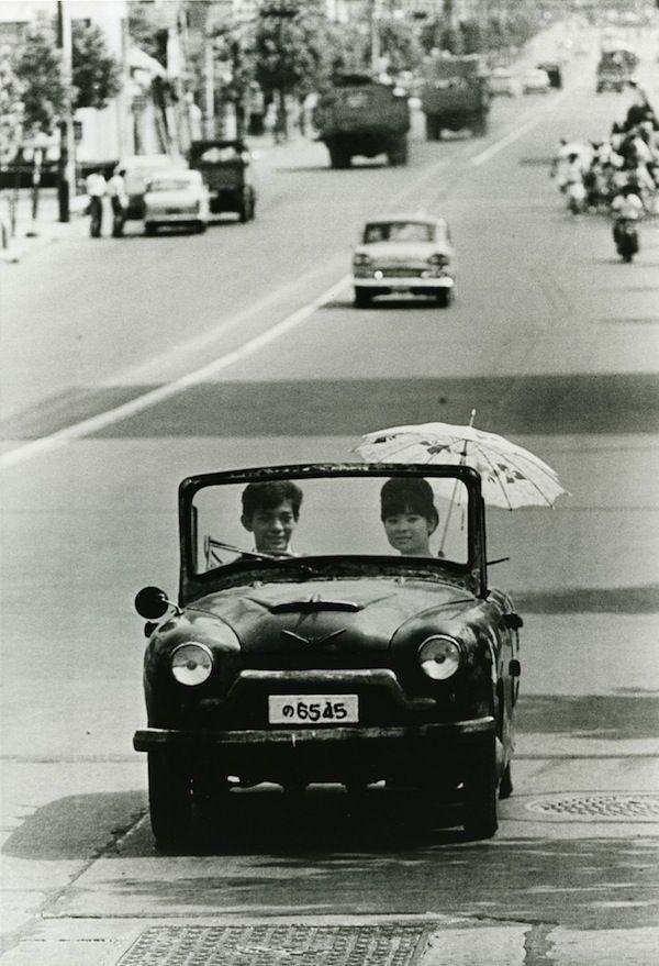 Tokyo, 1962. Photo by Takeyoshi Tanuma (田沼 武能).