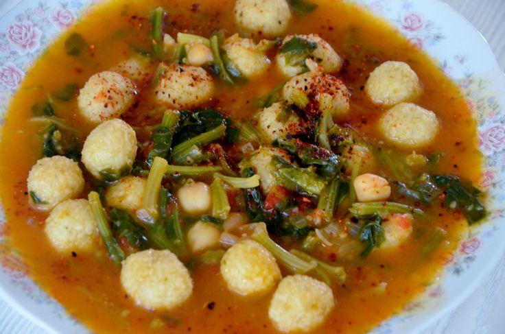 Nohutlu Ispanaklı Çorba (Zupa z szpinakiem i cieczorkiem) http://tureckieprzepisy.blogspot.com/2013/11/nohutlu-ispanakli-corba-zupa-z.html