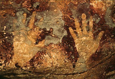Borneo cueva huellas de las manos: Painting Stencils, Hands Stencil, Prehistoric Caves, Secret Caves, Paintings Stencil, Borneo Caves, Cave Painting, Paleolithic Hands, Caves Paintings