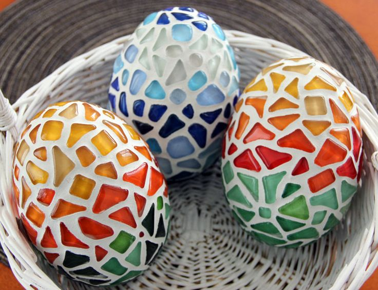 22 best images about easter stuff on pinterest mosaic for Egg mosaic design