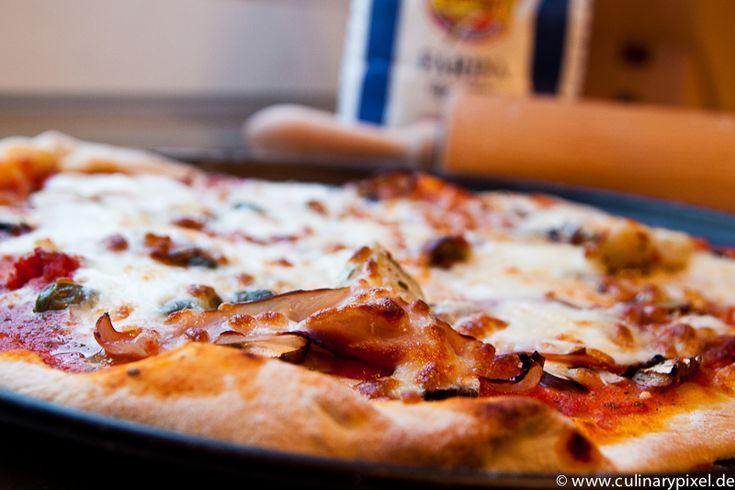 Pizza mit Büffelmozzarella, San Marzano Tomaten, Hefeteig