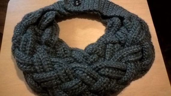 Donkergrijs gevlochten sjaal van FromdaBayouCreations op Etsy