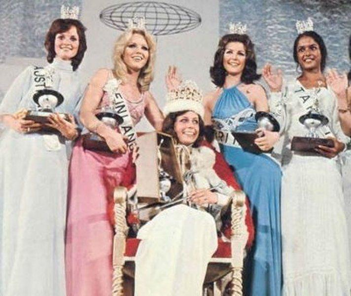 1974 Miss International: 4th Runner-up Monique Francisca Daams of Australia; 2nd Runner-up Riita Johanna Raunio of Finland; Miss International 1974 Karen Brucene Smith of the USA; 1st Runner-up Joanna Margaret Booth of Britain & 3rd Runner-up Micheline Mira Vehiatua of Tahiti.