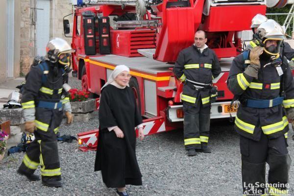 La Semaine de L'Allier - L'hebdo du Bourbonnais - L'info de l'Allier et du 03 - Chantelle : les soeurs s'enflamment pour la manoeuvre des pompiers