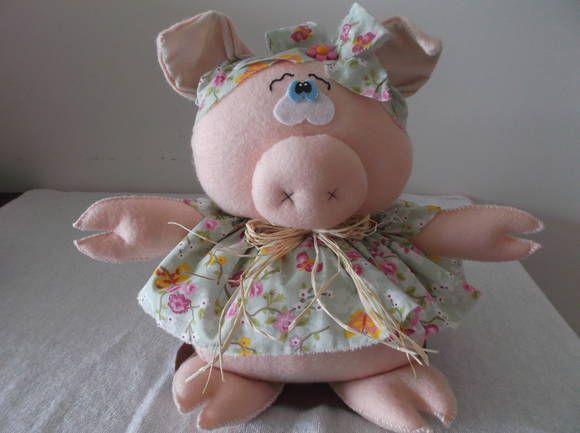 Peso de porta porquinha em feltro com roupinhas em tecido 100% algodão. Peso aproximadamente 1kg. R$ 38,00