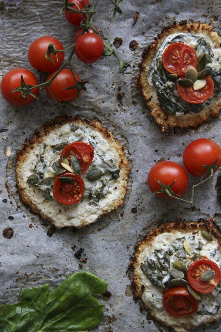 Karfiolpizza -  az új divat - gluténmentes pizza ötlet Kipróbáltuk, mitől olyan különleges a karfiolalapú pizza, mely sok helyen hódít! Megbolondítottuk néhány hozzávalóval, az eredmény pedig tényleg magáért beszélt, bátran ajánljuk minden kísérletezni vágyónak! Alternatív gluténmentes pizza.