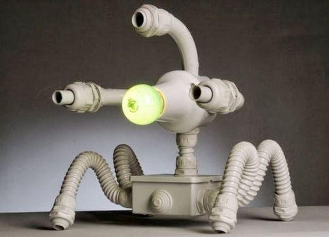 LAMPARAS Robot hechas con plástico PVCObjetos sencillos convertidos en ideas ingeniosas
