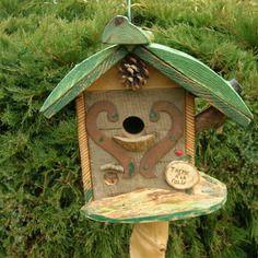 """Nichoir à oiseaux, mésanges, original,bird house, cabane à oiseaux """"thème a la folie"""", déco jardin, bois rustique,cadeau personnalisable"""