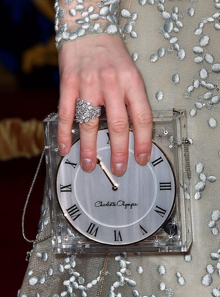 Diamantes, perlas y piedras preciosas en las #joyas que protagonizan la #RedCarpet. http://buff.ly/1bqRch1