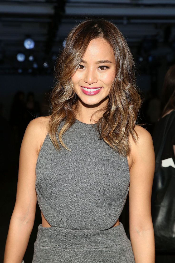 JAMIE CHUNG at Cushnie et Ochs Fashion Show in New York