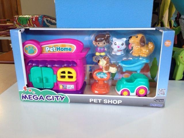 Pet shop parque infantil incluye: Pet Home tienda de animales, figura , 2 perritos, 1 gatito, una bañera y el coche. PVP NENEANENE- 10€ si quieres mas información envíanos un mail a mailto:info@nenea... o llámanos al 983/151222, ya sabes que estamos en c/Cádiz, 11 de Valladolid.
