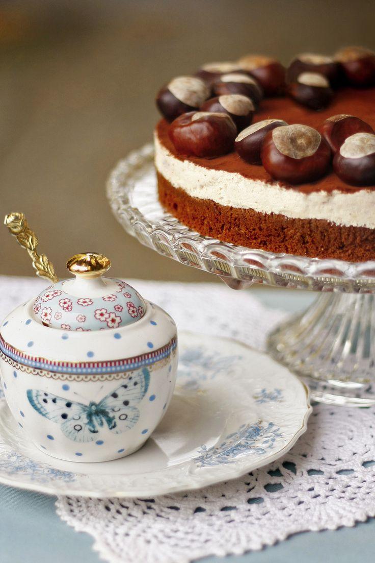 Gesztenye mousse torta A csokoládés alap kiemeli a gesztenye karakterét. Erre az alapra kerül rá egy tejszínnel lazított gesztenyekrém, amelyet rummal ízesítünk. Sokak kérésére ezt is felvettük rendelhető tortáink közé!  Neked Cake Budapest