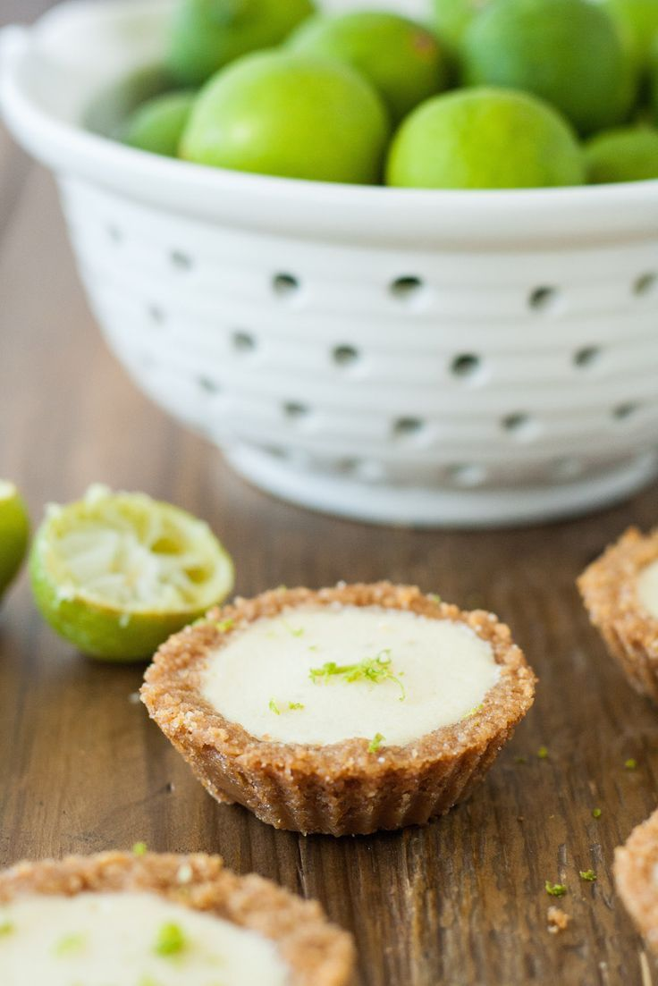 Adorable, mini versions of one of the best desserts ever -- Key Lime pie. | livforcake.com