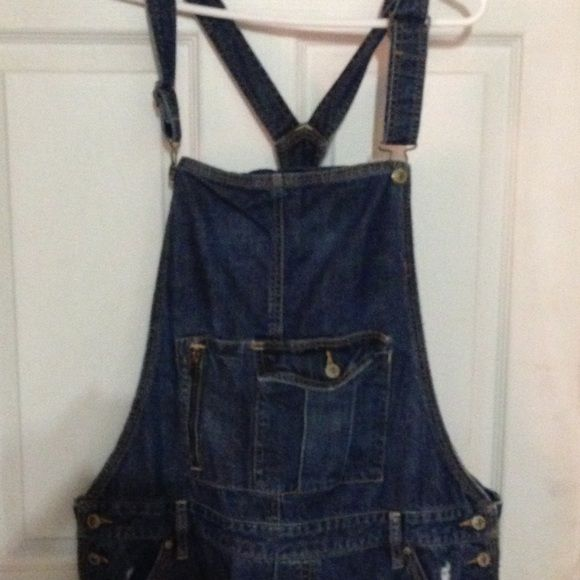 Old navy overalls Size XXL. They seem long as I am 5'7 and I Had to cuff them when I tried these on. I bought these on here and never wore them so now they are back on the market! They have plenty of life left in them! Old Navy Jeans Overalls