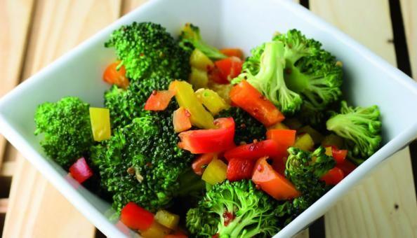 Esta es una receta vegetariana a la que se puede optar por ponerle pollo. Vas a incorporar fibras, vitamina C y A y no vas a incorporar muchas calorías ni carbohidratos.