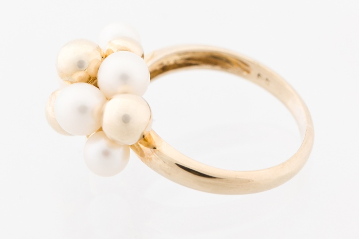 Bellrose Jewellers, Yellow gold and pearl ring, $585