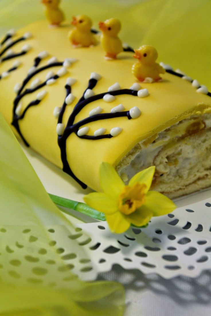 Kakkuviikarin vispailuja!: Pääsiäisen aprikoosi-kääretorttu