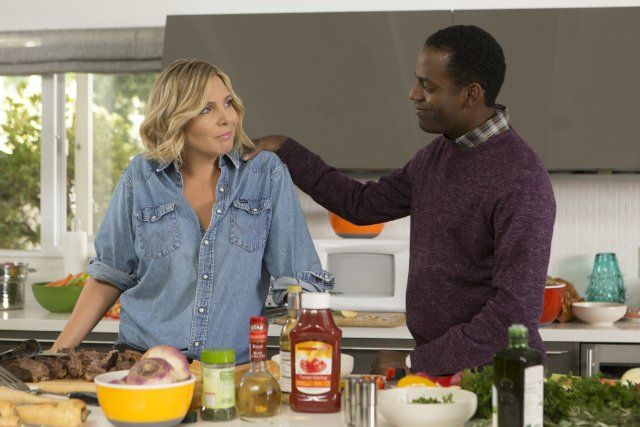 Still of June Diane Raphael and Baron Vaughn in Grace and Frankie (2015)