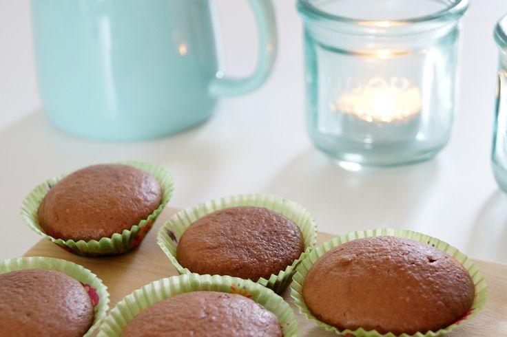 Nutella-kager. Små søde Nutella-kager lavet på 10 minutter. Kagerne er bagt i mini muffinsforme, og der skal kun bruges tre ingredienser. Det er da nemt!