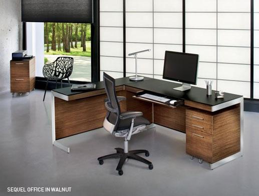 Dit is niet het beste bureau ooit, maar het is vrij goed voor een kantoor-aan-huis-oplossing of als zakelijke omgeving voor een start-up. Het is ontworpen door Matthew Weatherly.