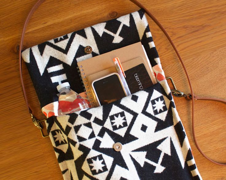 Simple Crossbody DIY Purse | This classically stylish DIY purse will make for a lovely addition to your wardrobe!