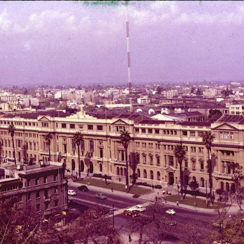 Una Vista De La Sede Casa Central De La Universidad Católica Hasta La Década De Los Años 1960 Cas Imagenes De Santiago Universidad Catolica Santiago De Chile