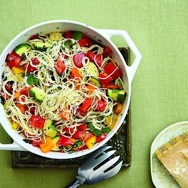 Fresh pepper and zucchini pastaPeppers Paste, Fresh Peppers, Sweets Peppers Recipe, Zucchini Pasta Recipes, Vegetarian Recipe, Pasta With Zucchini, Favorite Recipe, Zucchini Recipe Pasta, Angels Hair