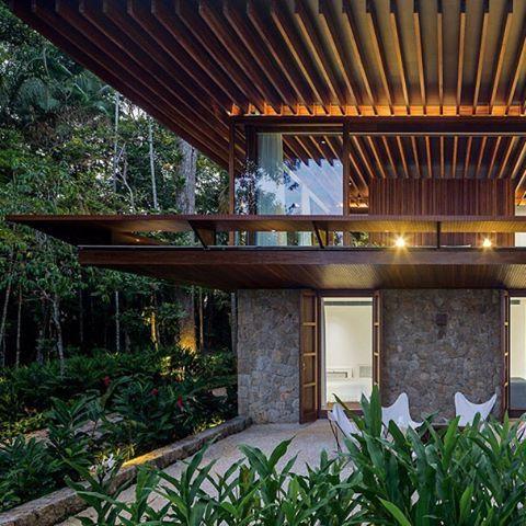 SM House | Sítio Taguaíba, Guarujá -SP Jacobsen Arquitetura Photo Leonardo…