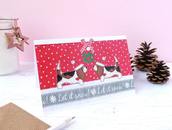 Basset Hounds christmas card - Basset Dog christmas card - basset christmas card - basset holiday card - bassett hound - Basset Owner Gift  What could be better than Basset dog themed Christmas cards? Featuring two Basset Hounds under the mistletoe. The printed image is taken from an