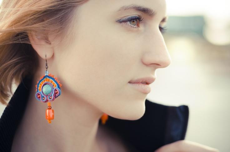 sutasz-Anka: Palenque earrings, phto: Natalia i Albert Łukasiak, model: Alicja Łukasiak http://www.soutage.com/2012/05/palenque-kolczyki.html#more