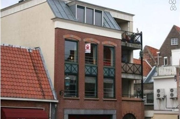 Amersfoort | 4 guests - €97 or €300 per week  https://www.airbnb.com/rooms/4751736?s=AQRG