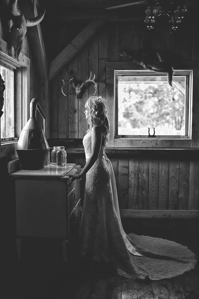 Country Wedding. Country Bridal Session. Black and White. Rustic Wedding. Wedding Dress. Barn Wedding. Bridal Portrait.  Country engagement pictures. Outdoor engagement photos.