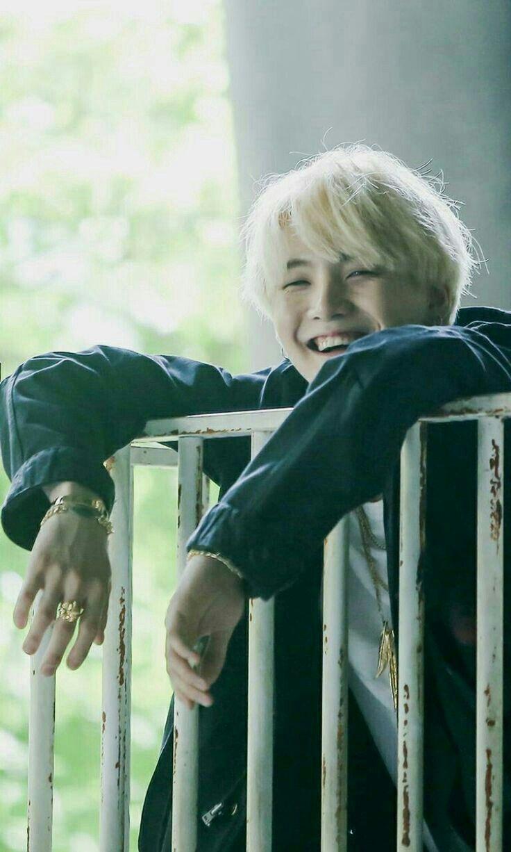 My bias is so cute when he smiles -K